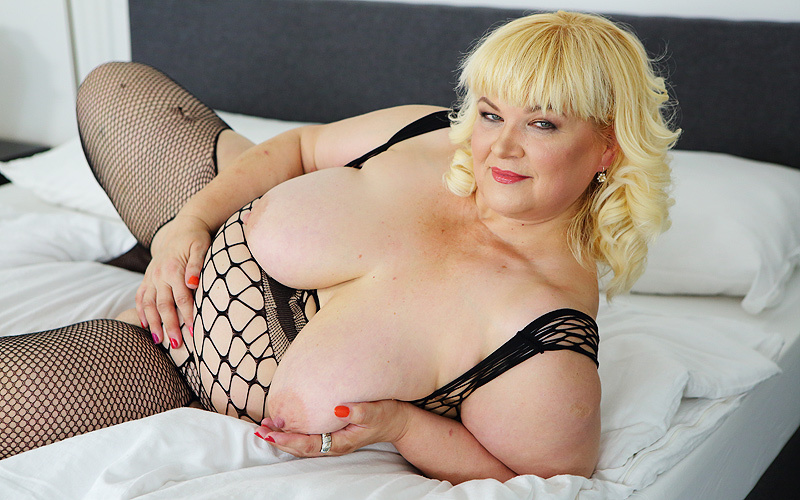Chubby blonde pictures