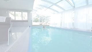 Sexy swimmers - Virtualrealporn.com - swimmer solo