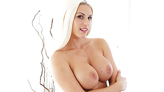Busty Milf offers the best VR sex